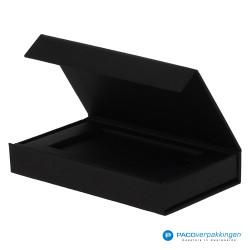 Magneetdoos Giftcard - Zwart Mat (Toscana) - Inlay karton - Zijaanzicht voor open