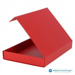 Magneetdoos A4 - Rood Mat (Toscana) - Zijaanzicht achter open