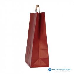 Papieren draagtassen - Rood Kraft - Platte handgreep - Zijaanzicht