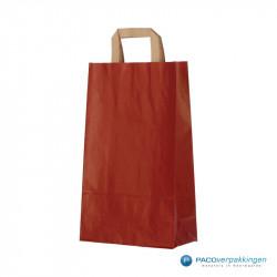 Papieren draagtassen - Rood Kraft - Platte handgreep - Zijaanzicht voor