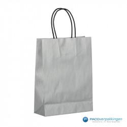Papieren draagtassen - Zilver - Gedraaide handgreep - Zijaanzicht achter