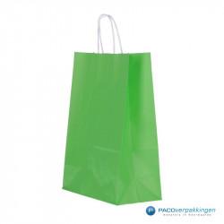 Papieren draagtassen - Groen - Gedraaide handgreep - Zijaanzicht voor