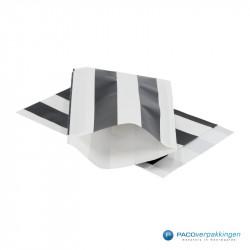 Papieren zakjes - Zwart / Wit streep - Nr. 3226 - Vooraanzicht