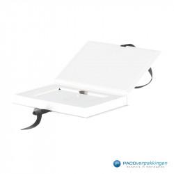 Magneetdoos Giftcard - Wit Mat (Toscana) - Inlay karton - Zijaanzicht open