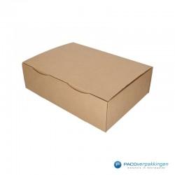 Postdozen met klepsluiting - Budget - Bruin - Enkelgolf (Nr. 435983) - Zijaanzicht dicht