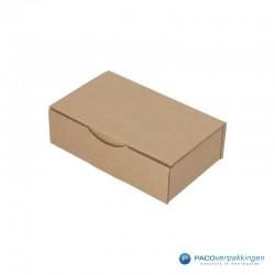 Postdozen met klepsluiting - Budget - Bruin - Enkelgolf (Nr. 401245) - Zijaanzicht dicht