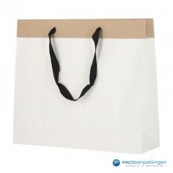 Papieren draagtassen - Wit / Kraftbruin - Recycle - Zijaanzicht voor