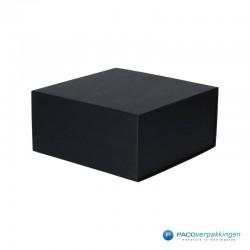 Magneetdoos - Zwart Mat - Budget - Zijaanzicht dicht