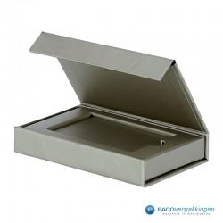 Magneetdoos Giftcard - Zilver (Toscana) - Inlay karton - Zijaanzicht voor open