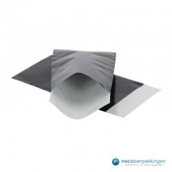Papieren zakjes - Zwart Glans - Zijaanzicht