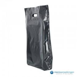 Plastic draagtassen - Zwart - Zijaanzicht achter