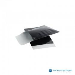 Papieren zakjes - Zwart Glans - Vooraanzicht