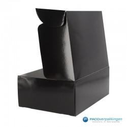 Postdozen met klepsluiting - Zwart Glans - Luxe - Zijaanzicht voor open