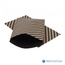Papieren zakjes - Strepen - Zwart op bruin (Nr. 110) - Vooraanzicht