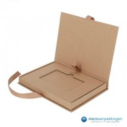Magneetdoos Giftcard - Naturel kraft (Toscana) - Inlay karton - Zijaanzicht open - zonder kaart