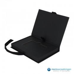 Magneetdoos Giftcard - Zwart Mat (Toscana) - Inlay karton - Zijaanzicht open - zonder kaart