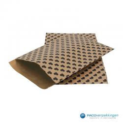 Papieren tijdschriftzakken - Hartjes - Zwart op bruin (Nr. 111) - Zijaanzicht