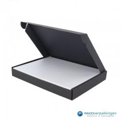 Brievenbusdoos en magneetdoos - A5 - Zwart en wit mat - Premium - Toepassingsfoto