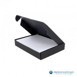 Brievenbusdoos en magneetdoos - A6 - Zwart en wit mat - Premium - Toepassingsfoto