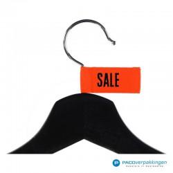 Kleding labels - Oranje - Sale - Textiel - Detail op hanger