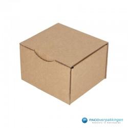 Postdozen met klepsluiting - Bruin - Enkelgolf - Basic - 6659 - zijaanzicht - dicht