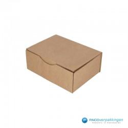 Postdozen met klepsluiting - Bruin - Enkelgolf - Basic - 6666 - zijaanzicht dicht