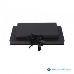 Geschenkdoos met lintsluiting - Zwart Mat - Premium - vooraanzicht dicht 2
