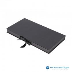 Geschenkdoos met lintsluiting - Zwart Mat - Premium - zijaanzicht dicht