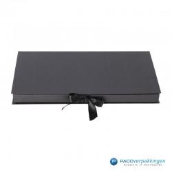 Geschenkdoos met lintsluiting - Zwart Mat - Premium - vooraanzicht dicht