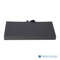 Geschenkdoos met lintsluiting - Zwart Mat - Premium - achterkant dicht
