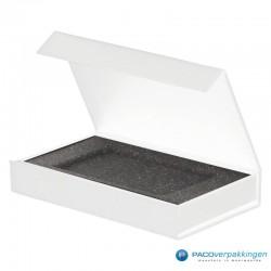 Magneetdoos Giftcard - Wit Mat (Toscana) - Inlay foam - Zijaanzicht voor open
