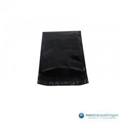 Verzendzakken - Zwart - 30% Recycle - Retoursluiting - Premium - Vooraanzicht open