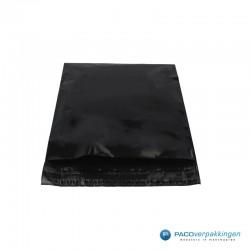 Verzendzakken - Zwart - 30% Recycle - Retoursluiting - Premium - Vooraanzicht dicht