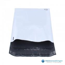 Verzendzakken - Wit/grijs - A4+ - 70% Recycle - Retoursluiting - Vooraanzicht