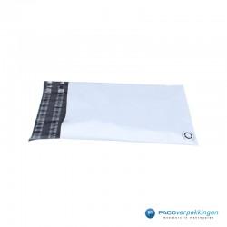 Verzendzakken - Wit/grijs - A4+ - 70% Recycle - Retoursluiting - Zijaanzicht 1