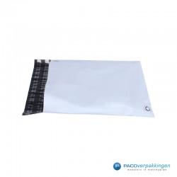 Verzendzakken - Wit/grijs - A3 - 70% Recycle - Retoursluiting - Zijaanzicht 1